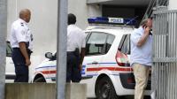 Des enquêteurs devant l'hôtel où quatre membres d'une même famille ont été retrouvés morts, le 19 août 2013 à Bordeaux  [Jean-Pierre Muller / AFP]