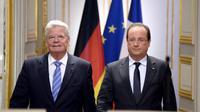 Le président François Hollande (d) et son homologue allemand Joachim Gauck lors d'une conférence de presse conjointe, le 3 septembre 2013 à l'Elysée  [Bertrand Guay / AFP]