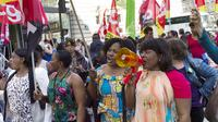 Manifestation des salariés d'un sous-traitant du cinq étoiles Park Hyatt Paris-Vendôme, à Paris, le 24 septembre [Fred Dufour / AFP]