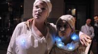 """Des """"Pierrots de la nuit"""" parcourent les rues de Paris, le 22 septembre 2013 [Emilienne Malfatto / AFP/Archives]"""