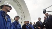 François Hollande rencontre des employés de DCNS lors de sa visite le 30 septembre 2013 à Cherbourg   [Michel Euler / Pool/AFP]