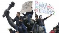 Des lycéens manifestent contre l'expulsion de Leonarda, le 18 octobre 2013 place de la Nation, à Paris [Thomas Samson / AFP]