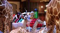 """Les artistes Cledat et Petitpierre exposent """"La Parade Moderne"""" à la """"galerie de l'évolution"""" au """"Jardin des Plantes"""" à Paris, le 18 octobre 2013 [Jacques Demarthon / AFP]"""