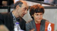 La cycliste française Jeannie Longo (d) avec son entraîneur et mari Patrice Ciprelli, lors des Six jours de Grenoble le 6 novembre 2013 [Jean-Pierre Clatot / AFP/Archives]