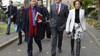 Le ministre de l'Agriculture Stéphane Le Foll (c) et la ministre des Affaires sociales et de la Santé Marisol Touraine (d) le 18 novembre à Paris [Bertrand Guay / AFP]