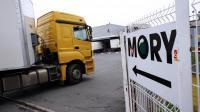 Un camion arrive sur le site du transporteur Mory Ducros à Gonesse (Val d'Oise), le 22 novembre 2013