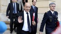 Le ministre de la Défense Jean-Yves Le Drian sort de Matignon, le 10 décembre 2013 à Paris [Betrand Guay / AFP]