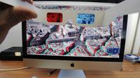 Un employé de la société Imao présente Ubick, un outil de visualisation en 3D, le 10 décembre 2013 à Limoges  [Pascal Lachenaud / AFP]