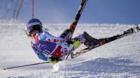 La Française Tessa Worley chute dans la 1re manche du slalom de Coupe du monde de Courchevel, le 17 décembre 2013 [ / AFP]