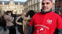 Un employé de Goodyear Amiens-Nord devant la mairie d'Amiens le 18 janvier 2014 [François Nascimbeni / AFP/Archives]