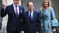 François Hollande entre le roi Willem-Alexander et la reine  Maxima à son arrivée le 20 janvier 2014 au palais Noordeinde à La Haye [Peter Dejong / POOL/AFP]