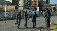 Des gardes armés à l'extérieur de la mine de platine Lonmin à Marikana, en Afrique du Sud, le 23 janvier 2014  [Alexander Joe / AFP]