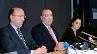 Le procureur Jean-Yves Coquillat (C) et le directeur de la sécurité publique Patrick Mairesse (G) lors d'une conférence de presse le 4 février 2014 à Grenoble [Jean-Pierre Clatot / AFP/Archives]