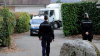 Les gendarmes près d'une maison à Talloires, le 18 février 2014, alors qu'un ancien policier a été arrêté [Jean-Pierre Clatot / AFP/Archives]