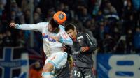 Le Marseillais André-Pierre Gignac (g) à la lutte avec le Lorientais Raphael Guerreiro (d) lors du match de Ligue 1 entre l'OM et Lorient, le 22 février 2014 au stade Vélodrome à Marseille [ / AFP/Archives]