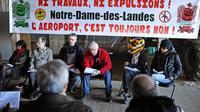 Des opposants au projet d'aéroport à Notre-Dame-des-Landes réunis le 27 février 2014 [Jean-Sébastien Evrard / AFP]