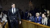 Oscar Pistorius le 19 août 2013 au tribunal à Pretoria [Stéphane de Sakutin / AFP]