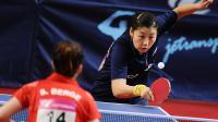 Li Xue contre Sarah Berge en demi-finale simple des championnats de France de ping-pong au Vendespace de Mouilleron-le-Captif, le 2 mars 2014 [ / AFP]