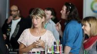 Visiteurs au salon Vapexpo, le 13 mars 2014 à Bordeaux [Nicolas Tucat / AFP]