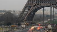 Photo prise le 13 mars 2014 à Paris, prise dans un nuage de pollution depuis plusieurs jours en raison du beau temps [Pierre Andrieu / AFP]