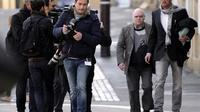 Henri Leclaire (2e à d) et son avocat Thomas Hellenbrand arrivent au tribunal pour le procès du tueur en série Francis Heaulme le 1er avril 2014 à Metz, dans l''est de la France [Jean-Christophe Verhaegen / AFP]