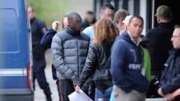 L'un des accusés de la mort Kevin et Sofiane, à son arrivée pour la reconstitution le 3 avril 2014 à Echirolles  [Jean-Pierre Clatot / AFP]