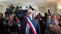 Le frontiste Stéphane Ravier porte l'écharpe de maire du 7e secteur de Marseille, le 11 avril 2014 [Bertrand Langlois / AFP]