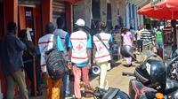 Des membres de la Croix Rouge guinéenne à Conakry, lors d'une campagne de sensibilisation aux dangers du virus Ebola, le 11 avril 2014 [Cellou Binani / AFP/Archives]