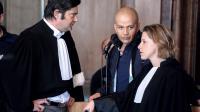 Le meurtrier présumé de Christine Mathieu, Yunis Merizak (centre), avec ses avocats lors de son procès à Vesoul le 14 avril 2014 [Sébastien Bozon / AFP]