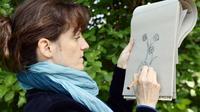 Marthe Mulkey, dessinatrice du Muséum national d'Histoire Naturelle,dessine des coloriages pour adultes à Paris, le 29 avril 2014 [Bertrand Guay / AFP]