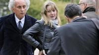 Cécile Bourgeon (c), la mère de Fiona, une petite fille disparue en mai 2013, parle avec ses avocats Gilles-Jean Portejoie (g) et le procureur de Clermont-Ferrand, Pierre Sennes (d), le 17 mai 2013 à Clermont-Ferrand [Thierry Zoccolan / AFP]