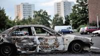 Un véhicule incendié lors de violences urbaines le 15 août 2012 à Amiens [Philippe Huguen / AFP/Archives]
