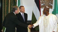 Les représentants du gouvernement britannique Andrew Pocock et  Mark Simmonds reçus par le  président nigérian Goodluck Jonathan, le 14 mai 2014 au palais présidentiel à Abuja [Wole Emmanuel  / AFP/Archives]