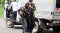 Des insurgés armés pro-russes le 15 mai 2014 entre Donetsk et Mariopol [Alexander Khudoteply  / AFP]