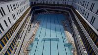 Le bassin extérieur de la nouvelle pisicine parisienne Molitor, désormais partie d'un complexe d'hôtellerie de luxe, est présenté le 18 mai 2014 [Franck Fife / AFP]