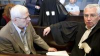 André Bamberski (g) avec son avocat Laurent de Caunes, lors de son procès à Mulhouse, le 23 mai 2014, pour avoir fait enlever Dieter Krombach [Sébastien Bozon  / AFP/Archives]