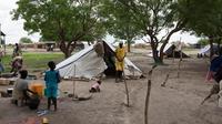 Famille de personnes déplacées à Lul, sur la rive occidentale du Nil, près de Malakal, au Soudan du Sud, le 30 mai 2014 [Charles Atiki Lomodong / AFP/Archives]