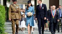 Le prince William et sa femme Kate arrivent en Normandie pour rencontrer des vétérans britanniques dans le cadre des cérémonies pour marquer le 70e anniversaire du Débarquement, le 6 juin 2014  [Leon Neal / POOL/AFP]