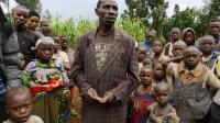 Moise Rame, un paysan âgé de 52 ans entouré d'autres habitants de Nakabumbi, près de la frontière avec le Rwanda, le 14 juin 2014  [Junior D. Kannah / AFP]