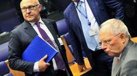 Le ministre français des Finances Michel Sapin (g) et son homologue allemand Wolfgang Schauble à une réunion de l'Eurogroupe le 19 juin 2014 au siège de l'Uion européenne au Luxembourg  [Georges Gobet / AFP]