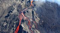 Flots de lave sur le volcan du Piton de la Fournaise à la Réunion, le samedi 21 juin 2014 [Richard Bouhet / AFP]