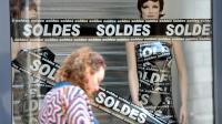 Une vitrine de soldes à Lille le 24 juin 2014 [Philippe Huguen / AFP]