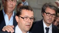 L'urgentiste Nicolas Bonnemaison, entouré de ses avocats, sort de la Cour d'assises de Pau après avoir été acquitté le 25 juin 2014 [Jean-Pierre Muller / AFP/Archives]