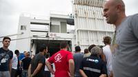 """Des grèvistes devant le ferry """"Jean-Nicoli"""" de la SNCM bloqué le 4 juillet 2014 dans le port de Marseille  [Bertrand Langlois / AFP/Archives]"""