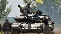 Un tank ukrainien dans la petite ville de Constantinovka, à 50 km au sud de Donetsk, le 10 juillet 2014  [Genya Savilov / AFP]