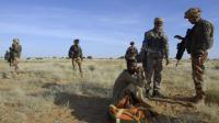 Des soldats français près d'un nomade à Bamba près de Tombouctou le 30 octobre 2013 [Philippe Desmazes / AFP/Archives]