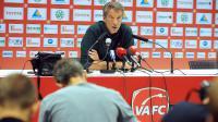 Luc Dayan, consultant du club de Valenciennes, lors d'une conférence de presse, le 15 juillet 2014 au Stade du Hainaut [François Lo Presti / AFP]