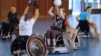 Des membres de l'équipe de rugby-fauteuil de Paris à l'entraînement, le 16 juillet 2013 à Paris, avant les Mondiaux de la discipline qui ont lieu du 4 au 10 août au Danemark. [François Guillot / AFP]