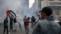 Des manifestants pro-palestiniens  se heurtent aux forces de l'ordre à Sarcelles, au nord de Paris, le 20 juillet 2014 [Omar Bouyacoub / AFP]