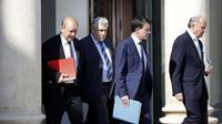De GàD: Jean-Yves Le Drian, Frederic Cuvillier, Manuel Valls et Laurent Fabius à l'issue d'une réunion le 25 juillet 2014 à l'Elysée sur le crash de l'avion d'Air Algérie au Mali [Kenzo Tribouillard / AFP]